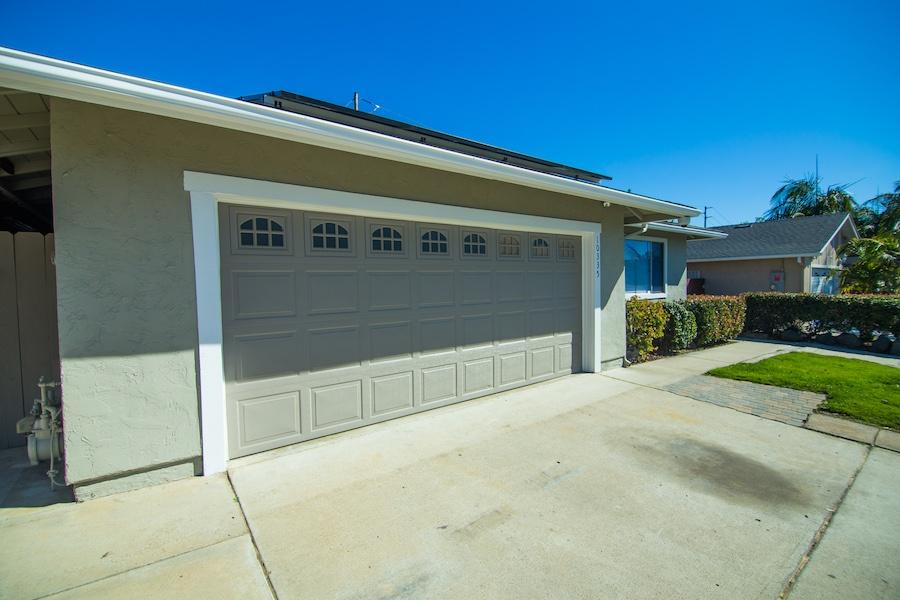 10335 Thanksgiving Ln Garage Door